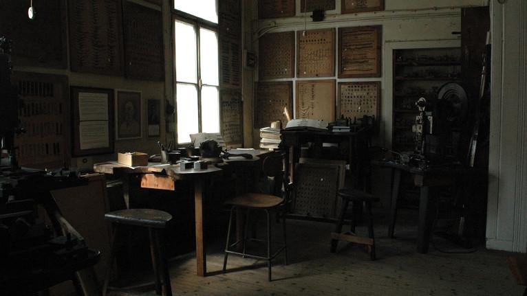 Vue de la partie ciselage de l'atelier. Photo © Arnaud Sprimont.