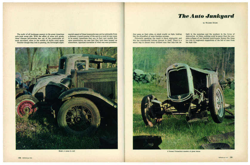 Walker Evans, « The Auto Junkyard », double page du magazine Fortune, avril 1962.