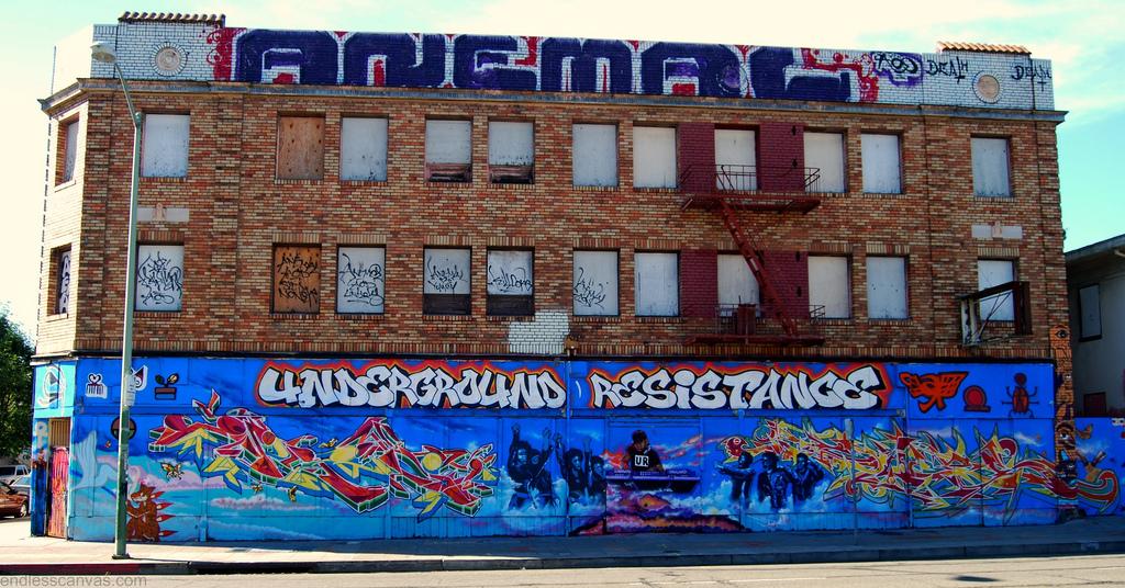 Depuis vingt-cinq ans, Underground Resistance s'investit dans le quotidien des habitants de Détroit.