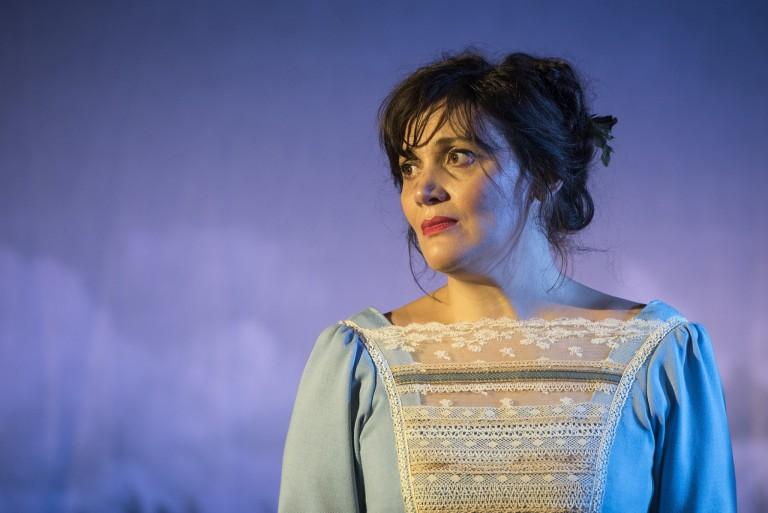 Emma sur les planches : Sandrine Molaro dans la pièce de Paul Emond.
