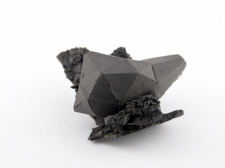 • No name • 9cm / 3cm / 2,5cm • Jesmonite + Pigmentt + Neodymium