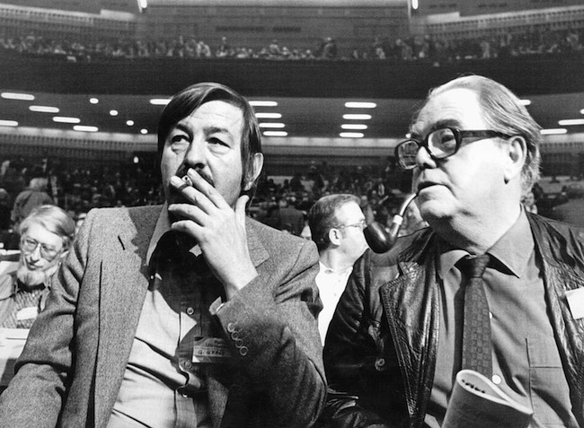 Famous Swiss author Max Frisch, right, has talks with his West German colleague Guenter Grass, left, at a meeting beside the convention of the West German social democratic party in Hamburg, Wednesdasy, November 16, 1977. Max Frisch will address the convention Thursday. (KEYSTONE/AP Wirephoto/HL/stf/41430) === , BEST QUALITY AVAILABLE ===