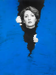 Bleu au corps contre l'absolutisme de l'espace pictural